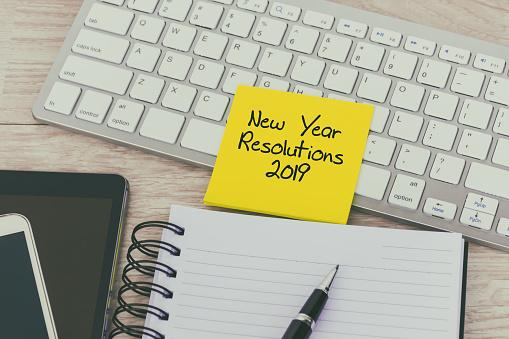 2019 New Year's Resolutions written on post-it note